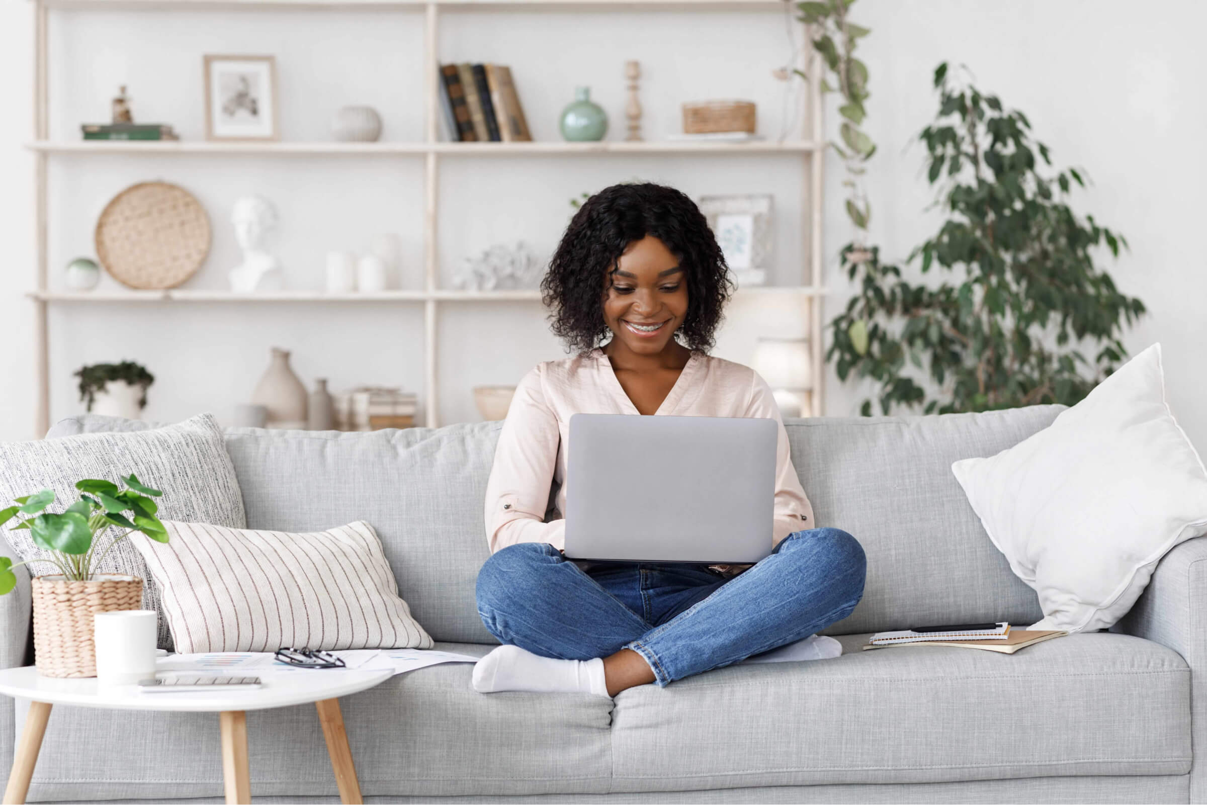 young women on couch with laptop elearning